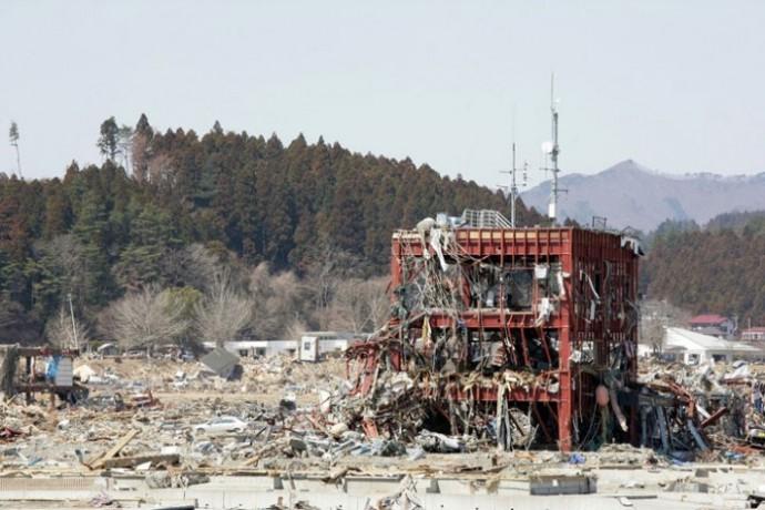 東に日本大震災による津波
