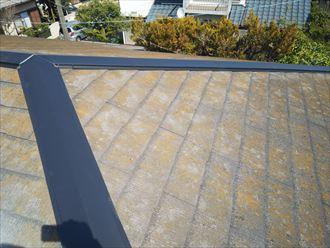 市原市南国分寺で行った棟板金交換工事で大屋根の棟板金の固定完了