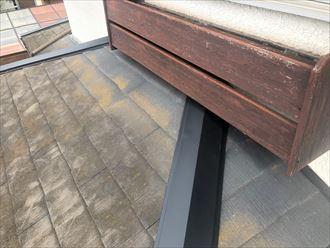 市原市南国分寺で行った棟板金交換工事で下屋根の棟板金をSUSビスで固定