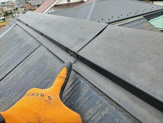 市川市若宮で行った化粧スレート屋根調査で棟板金の釘浮きで錆てしまった釘