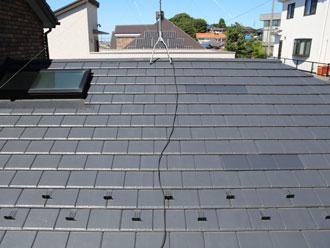 屋根材に挟んで固定