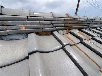 野田市船形で棟の漆喰が剥がれており雨漏りに繋がります