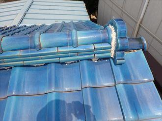 野田市今上で行った瓦屋根の漆喰調査で漆喰が剥がれてしまい屋根の上に落ちています