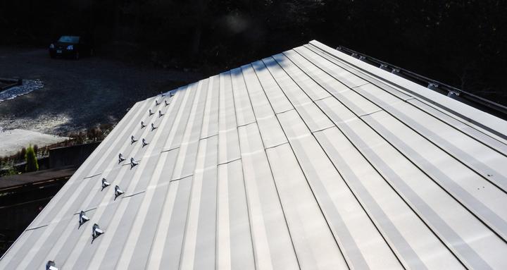 棟板金などの大きい屋根材は強風被害を受けやすい|千葉県