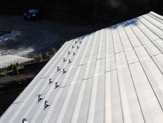 金属屋根と雪止め