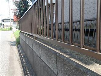 富津市の建物調査でフェンスの故障を確認しました