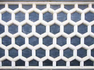 六角形(亀甲)に漆喰を持ったなまこ壁