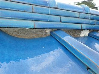 市川市北方で行った瓦屋根の調査で漆喰が剥がれてしまうと瓦の固定する力が低下してしまいます