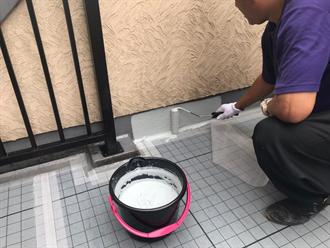 ウレタン防水材を立ち上がり部の塗布