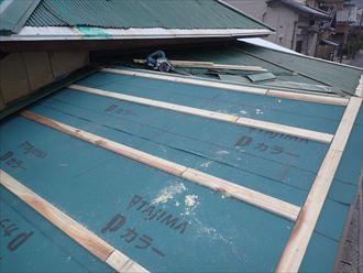 屋根下地の木材取り付け
