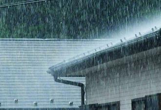雨音が気になるトタン屋根