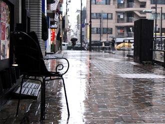 雨の日の街角