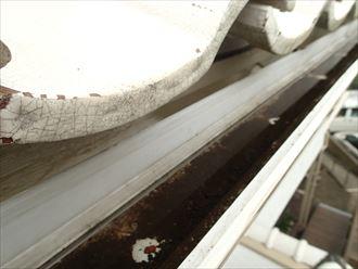 排水不良を起こしている雨樋