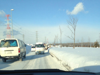 積雪、凍結した道路