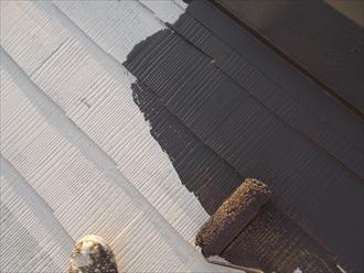 ラジカル制ファインパーフェクトベストで屋根塗装中