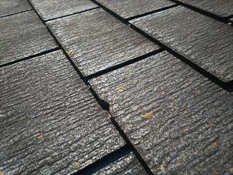 柏市南逆井で行ったスレート屋根の調査でスレートに欠けを発見