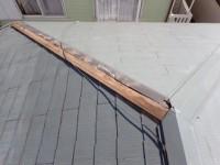 台風の影響で棟板金が飛散