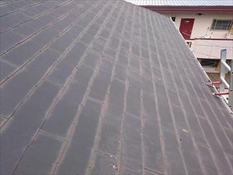 屋根に上り、判明したスレートの変色