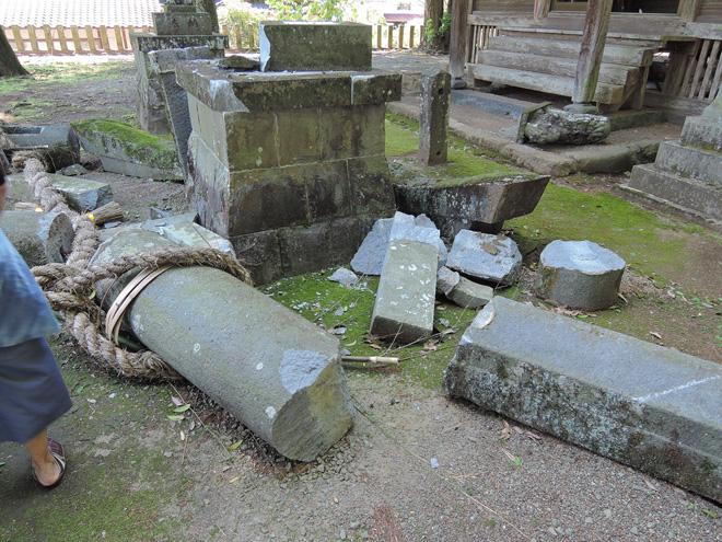 熊本大地震で倒壊した鳥居など
