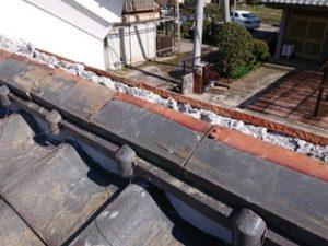 冠瓦を固定する銅線