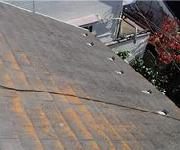 屋根が色褪せている