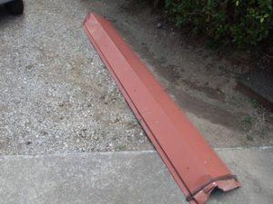 庭に落ちた棟板金