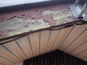 破風板の塗膜剥がれ
