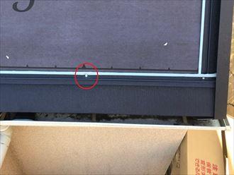 釘で固定される金属屋根材