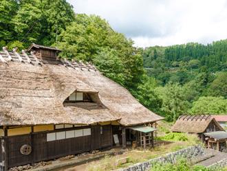 越屋根の茅葺屋根