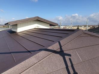 越屋根を金属屋根材で屋根葺き替え工事
