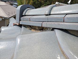 隅棟の漆喰が剥がれてしまい固定する力が弱くなると棟の崩壊に繋がります