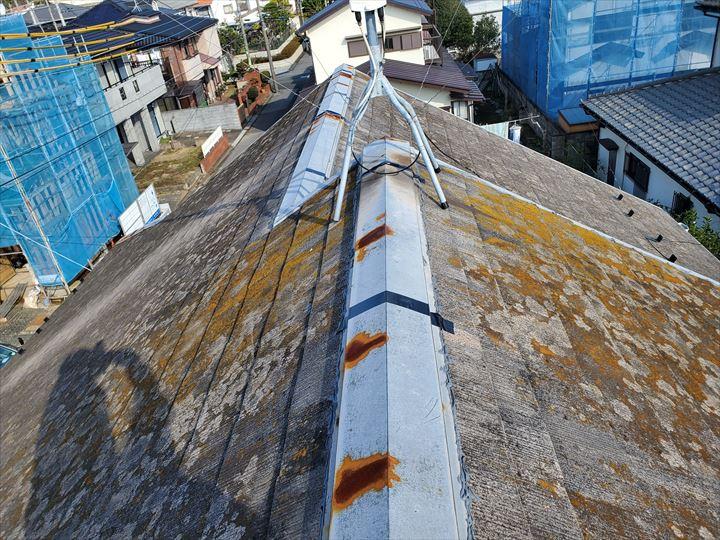 塗装の劣化により棟板金やケラバ水切りに錆が発生