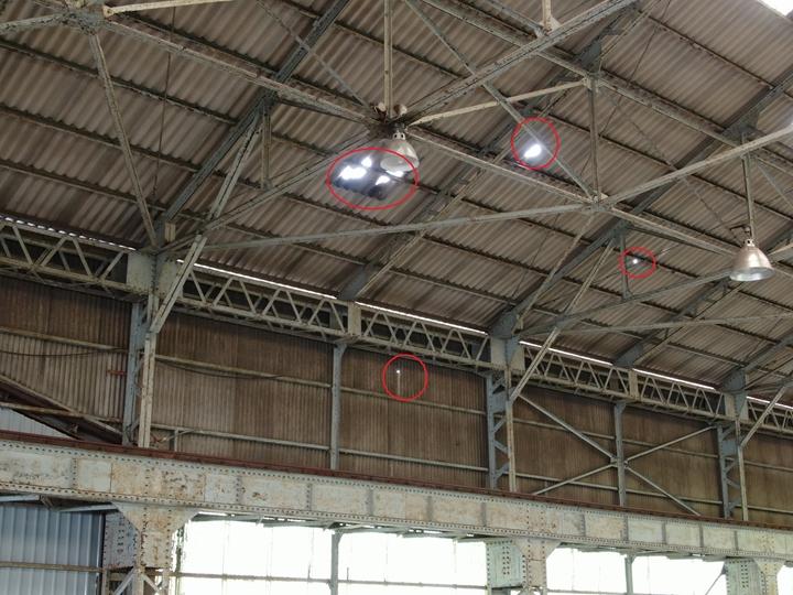 工場屋根のドローン点検、穴あき