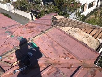 強風により瓦棒屋根の捲れ