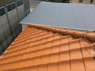 瓦屋根の調査を実施、ツルツルとした瓦