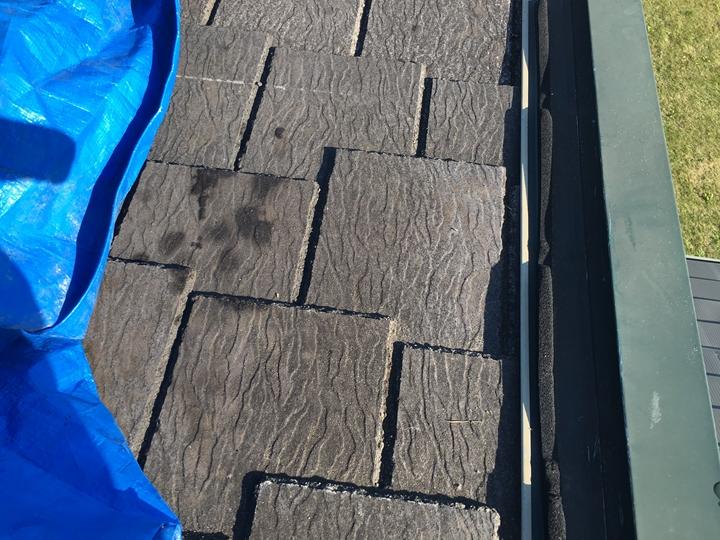 下地のスレート屋根剥き出し