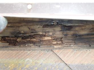 棟板金の下地が腐食