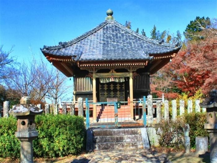 神社や寺に多い方形屋根