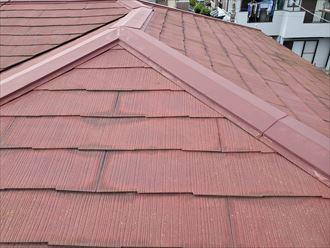 鎌ケ谷市丸山で行ったスレート屋根調査で塗装が劣化し色褪せています