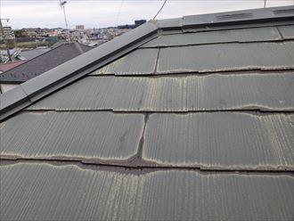 防水性の低下により雨水を含んだスレート屋根