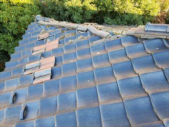 台風15号の被害を受けた瓦屋根の瓦が落下
