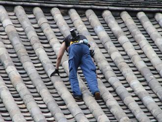 本瓦葺きの屋根