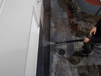 高圧洗浄で清掃