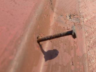 板金の釘の浮き