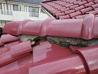 漆喰が剥がれて瓦が落下する危険性がります