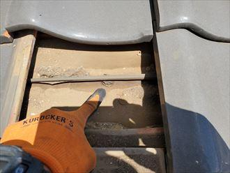 防水紙の穴開きにより雨漏りが発生