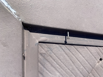棟板金を固定する釘浮き