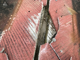 棟板金の飛散、下地が剥き出し