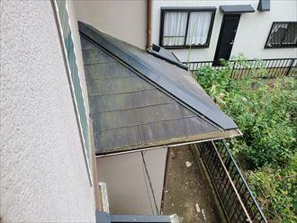 日陰になりやすい下屋根に苔が発生