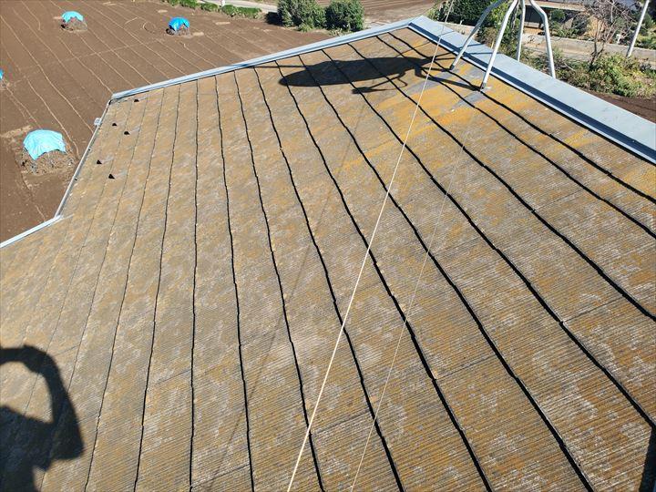 スレート屋根の屋根塗装が劣化し防水性が低下
